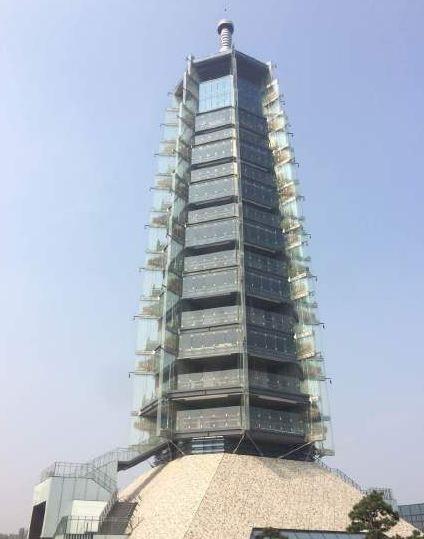 """上榜理由:南京大报恩寺塔是""""钢结构+玻璃""""结构"""