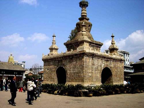 除金刚塔外还有省市级文物保护单位:妙湛寺东塔