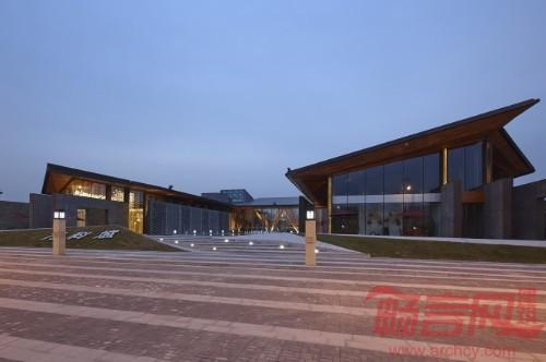 建筑主体轻钢结构与木结构的结合