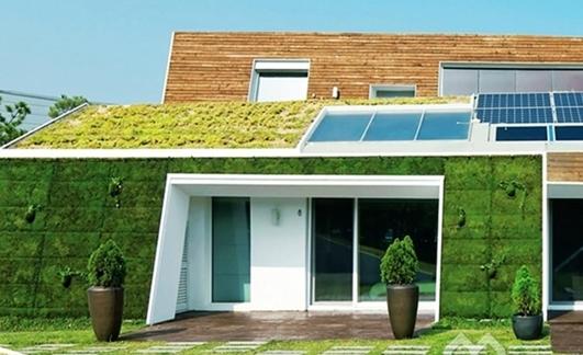 这座最具节能环保的E+住宅近日在韩国落成。整个住宅被绿色植物和高效能的太阳能接收板包裹而成,其上佳的可持续性设计策略绝对可以成为可持续住宅的典范。  韩国E+住宅(一) 住宅位于韩国首尔,给人一种不真实的感觉,就像一个仙境中的理想住宅一样。住宅由Kolon Engineering and Construction和Unsangdong Architects共同设计完成,不仅以创新的方式向人们展示了可持续性设计的独到之处,同时也将成为韩国最为绿色环保的一座住宅设计。  韩国E+住宅(二)  韩国E+住宅(三