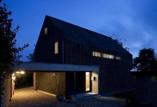 聚焦 热点专题 被动式节能建筑设计 > 正文      装在屋顶的太阳能