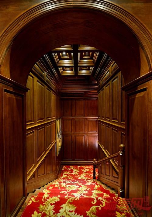 因为传统欧式建筑室内并无现代灯具