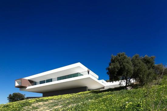 长方形别墅外观