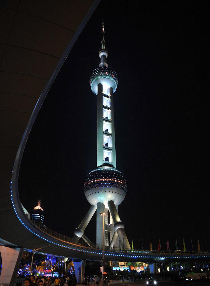 """作品展示 1、上海东方明珠广播电视塔 一、工程概况 东方明珠广播电视塔高468米,位居亚洲第一、世界第三,建筑面积63000平方米。东方明珠广播电视塔建造在上海浦东陆家嘴口,与外滩南京路一江之隔,与黄浦江上南浦大桥和扬浦大桥相辉映,呈""""双龙戏珠""""之势。 东方明珠广播电视塔建成以后能发射10个调频立体声广播和9个电视频道,可为消防、公安、交通、气象、环保、测震及无线通讯等提供高空作业站。"""