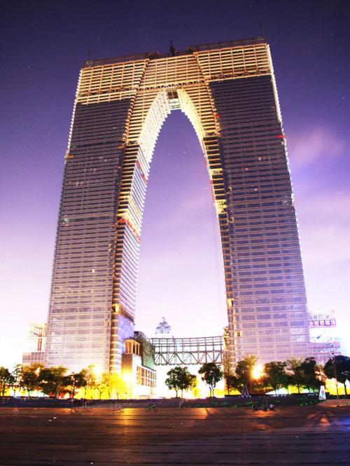 苏州东方之门 身高301.8米