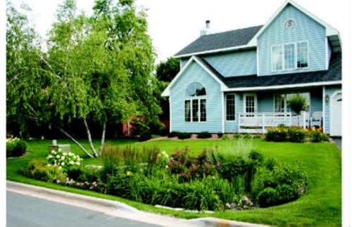 马里兰州某小区一户住宅前院雨水花园