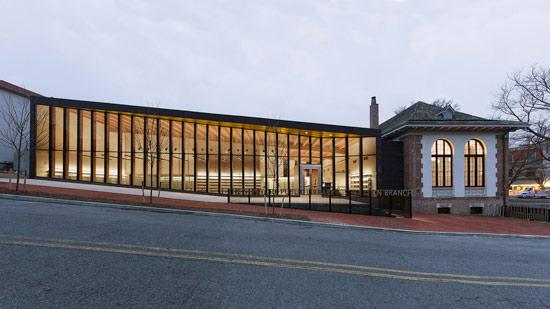 构柱.图书馆被设计为一个开放的、易访问的、近民众的建筑.图片