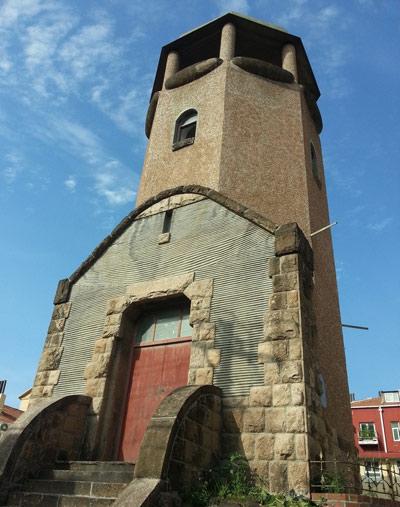 这里曾是德占时期青岛市区的制高点,为青岛的地标性建筑.
