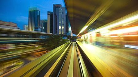第一条机械化铁路线路连接着曼彻斯特与利物浦这两大城市,丰富以棉
