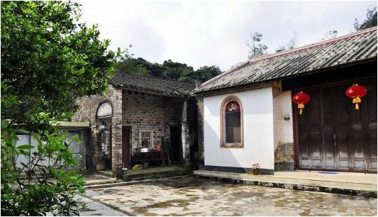 发布时间:2015-11-03          海南省黎族和苗族古老的民居形式,是
