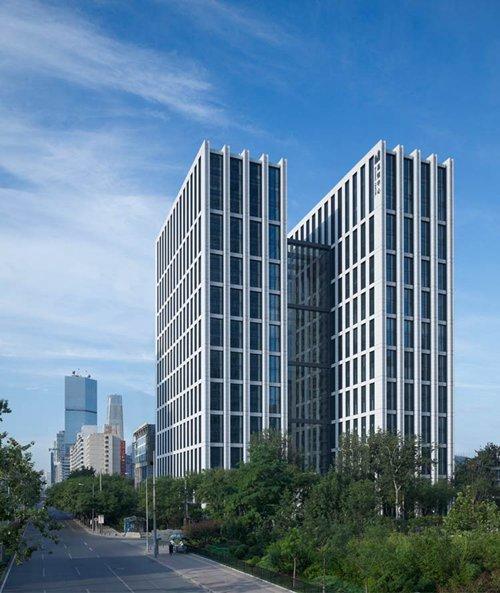 结构的实现,建筑表皮可通过被覆盖于其内的开窗进行
