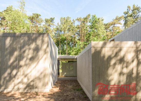 "it设计了一座建在树林里""混凝土盒子""别墅,各个""盒子""分布在玻璃长廊"