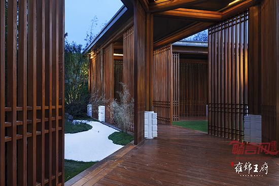 建筑风格的实木木格栅