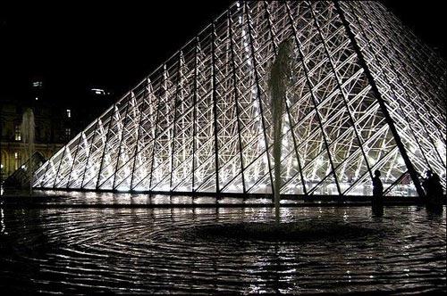 玻璃金字塔(图片来源:万花筒旅行网)