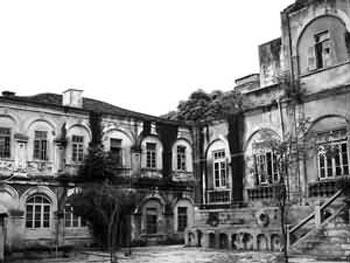 """摇摇欲坠的""""船长别墅"""" 鼓浪屿老旧建筑之一(图片来源:东南在线)"""