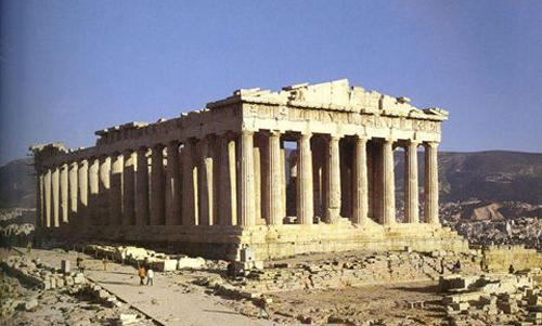 罗马式建筑以圆顶,拱门,厚墙为特色,造型浑厚,雄壮,装饰华丽多彩.