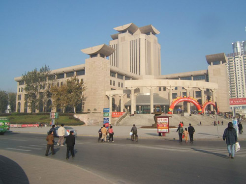 陕西图书馆(图片来源:百度)-静静体会建筑的失语