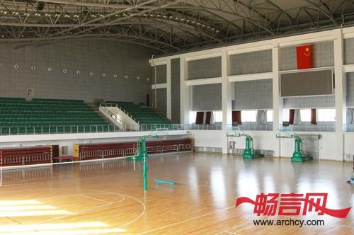 适用范围    室内外各种运动场地,如:运动木地板,木地板篮球馆,运动