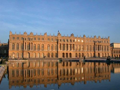 古典主义风格建筑(图片来源:百度)