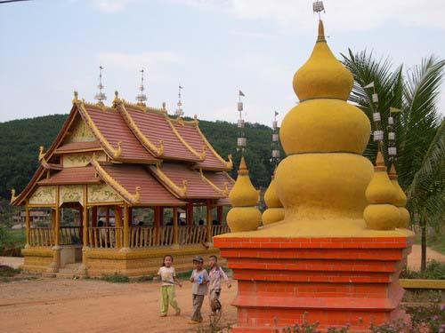 傣族建筑以佛寺和佛塔的成就最高