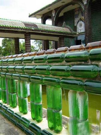 泰国用啤酒瓶建造的寺庙