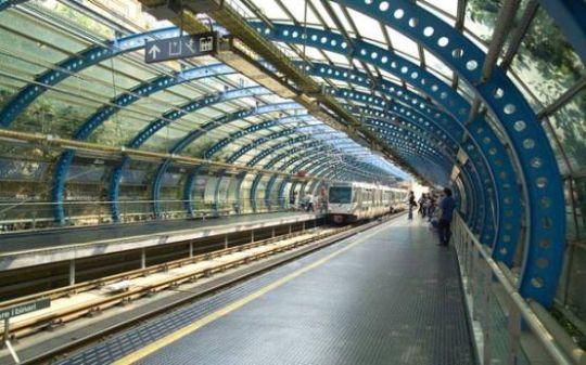 聚焦 五花八门的建筑设计之流光溢彩地铁站 > 正文